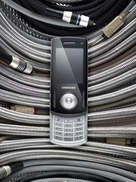 Музыкальный слайдер Samsung F400